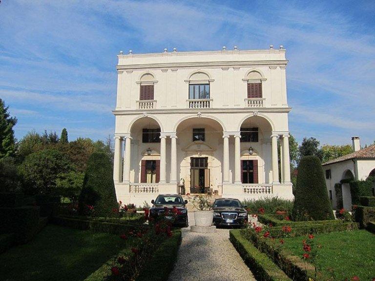 Facciata monumentale Villa Priuli dopo il restauro