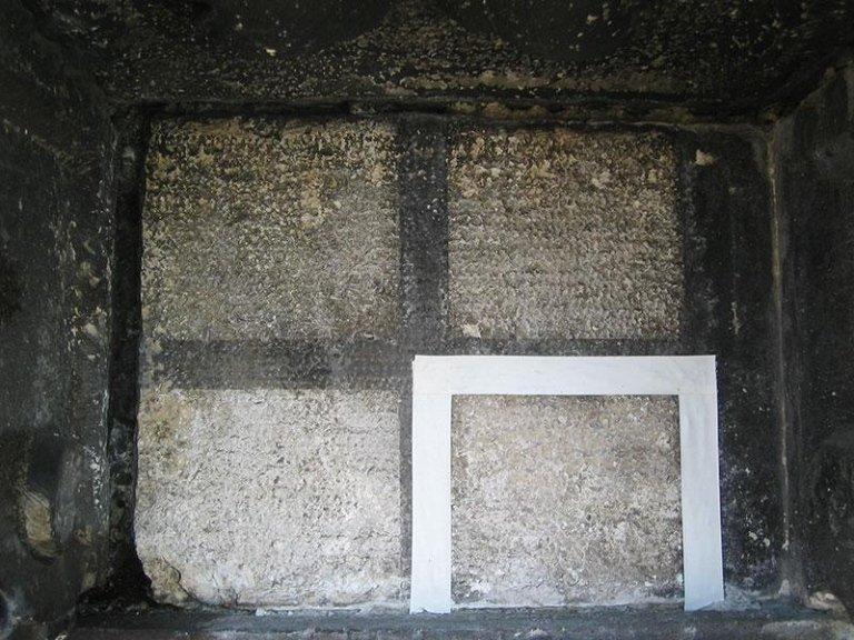 Saggi di pulitura di lastra in pietra d