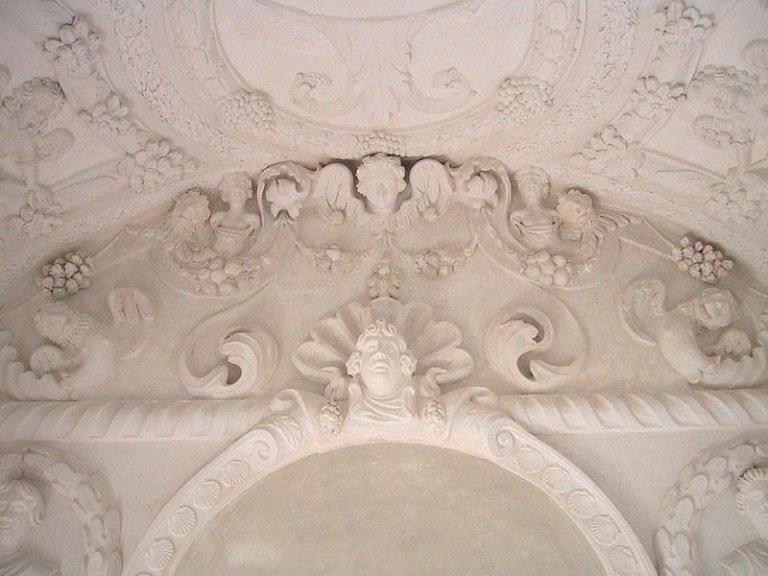Stucchi e marmorini dopo il restauro