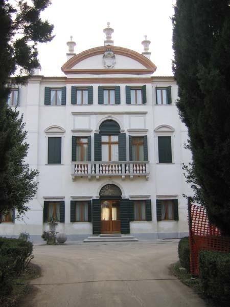 La facciata nord di Villa Angaran Grimani Zini dopo il restauro