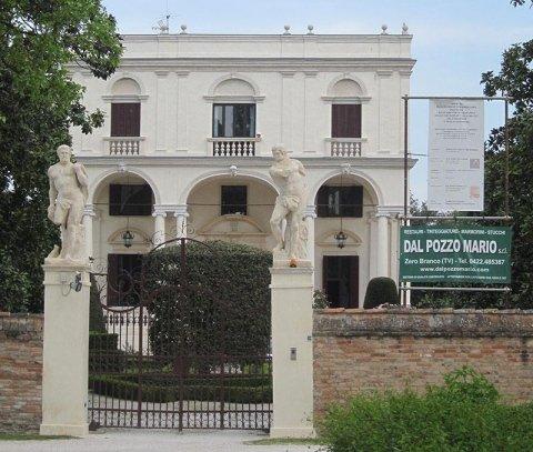 Villa e ingresso dopo il restauro