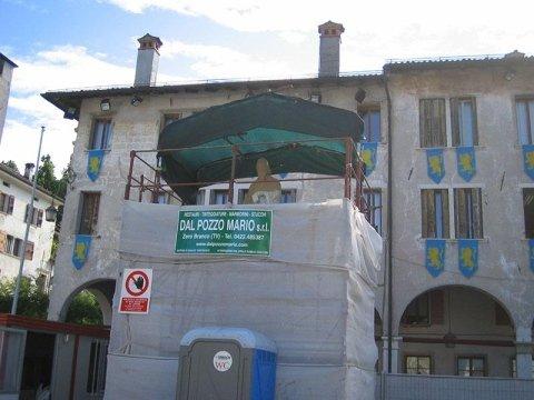 Statua di Panfilo Castaldi durante il restauro