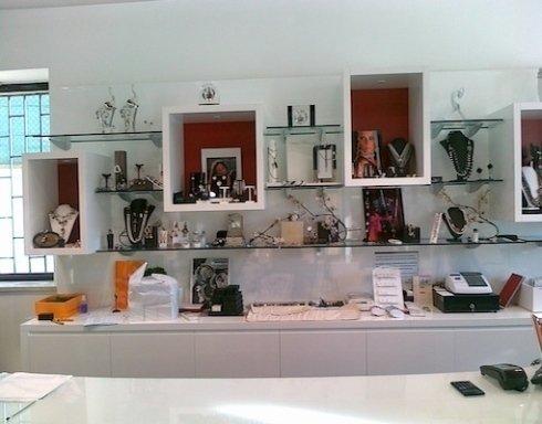 mobili per negozi