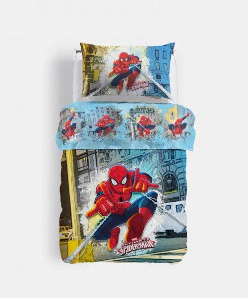 Immagine di un piumone e un cuscino con disegno spiderman