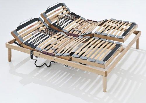 Esposizione di un letto con doghe reclinabili e telecomando sul lato destro