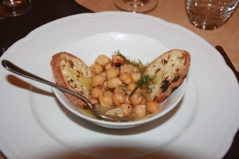 Fagioli con crostini di pane