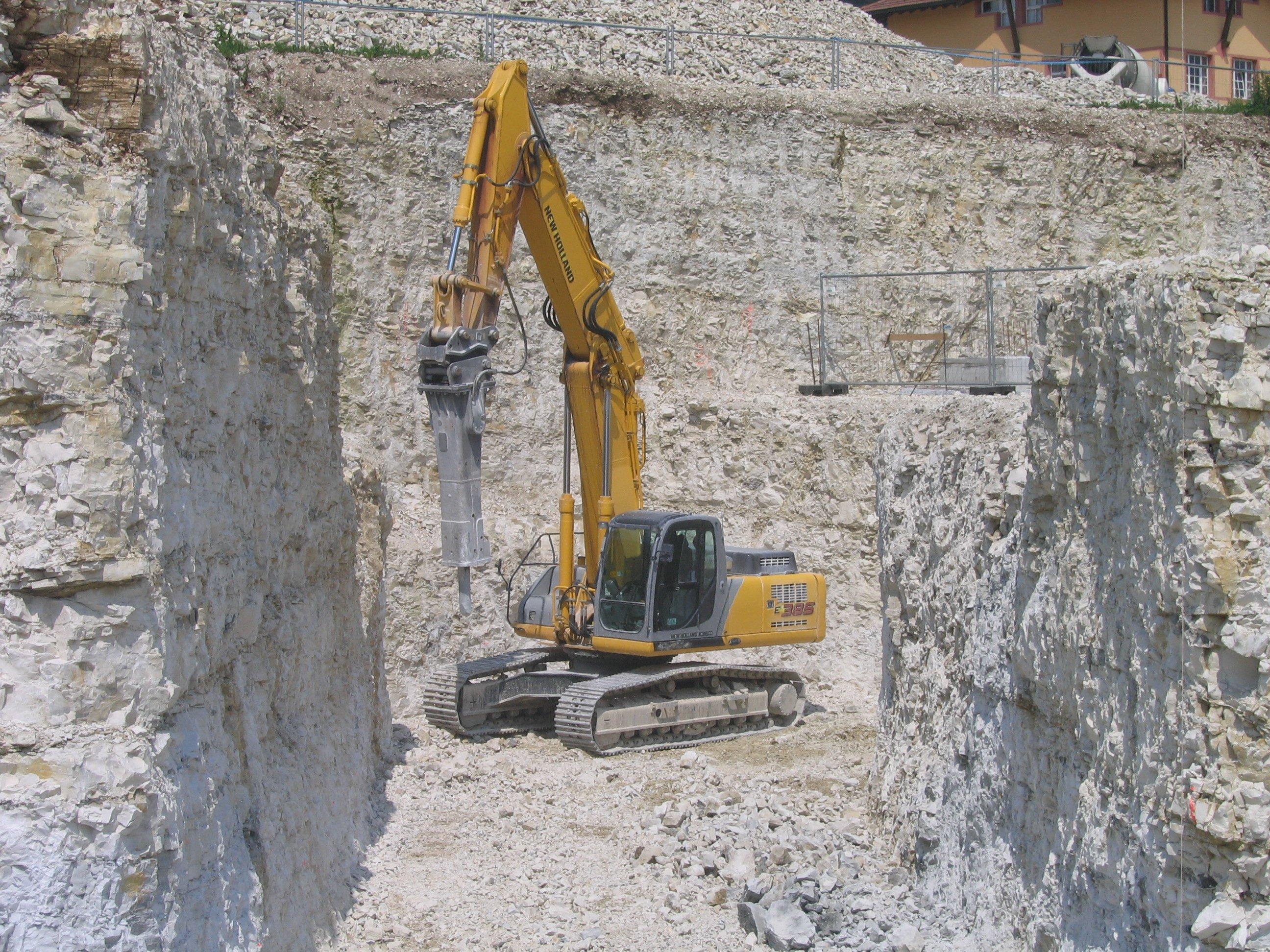 Macchina escavatrice gialla