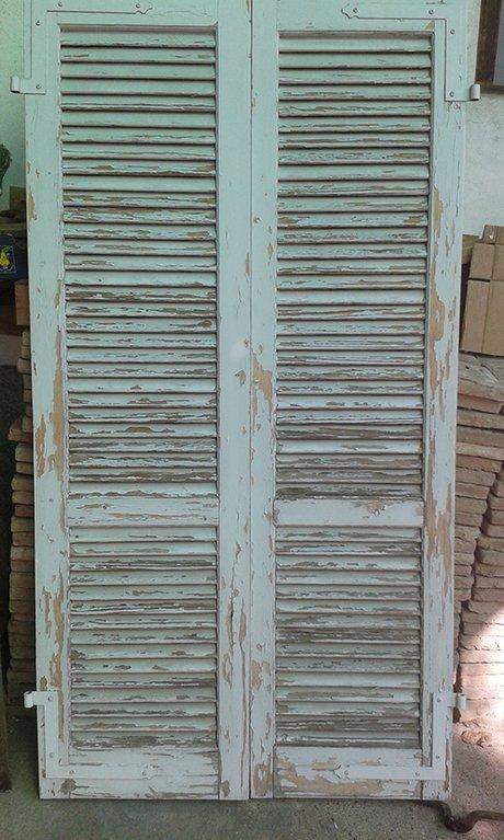 porta in legno vecchio del garage