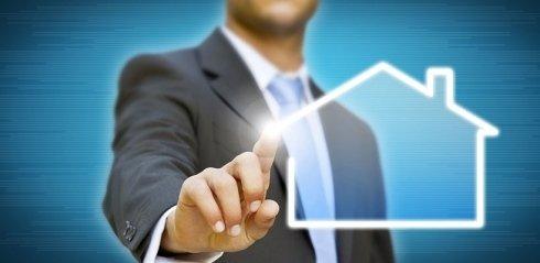 Il Dr. Ruberti opera nei rami immobiliare e commerciale.