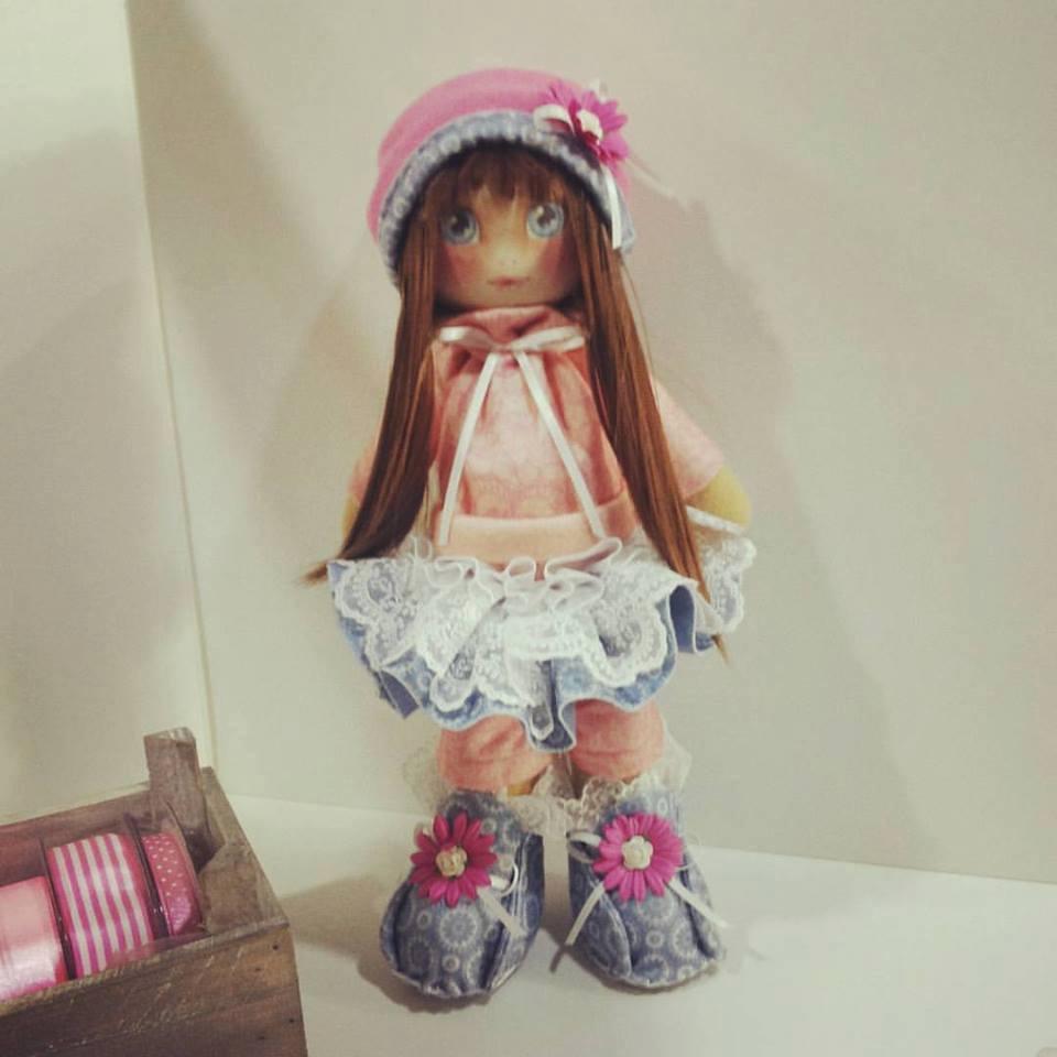 Una bambola di pezza moderna