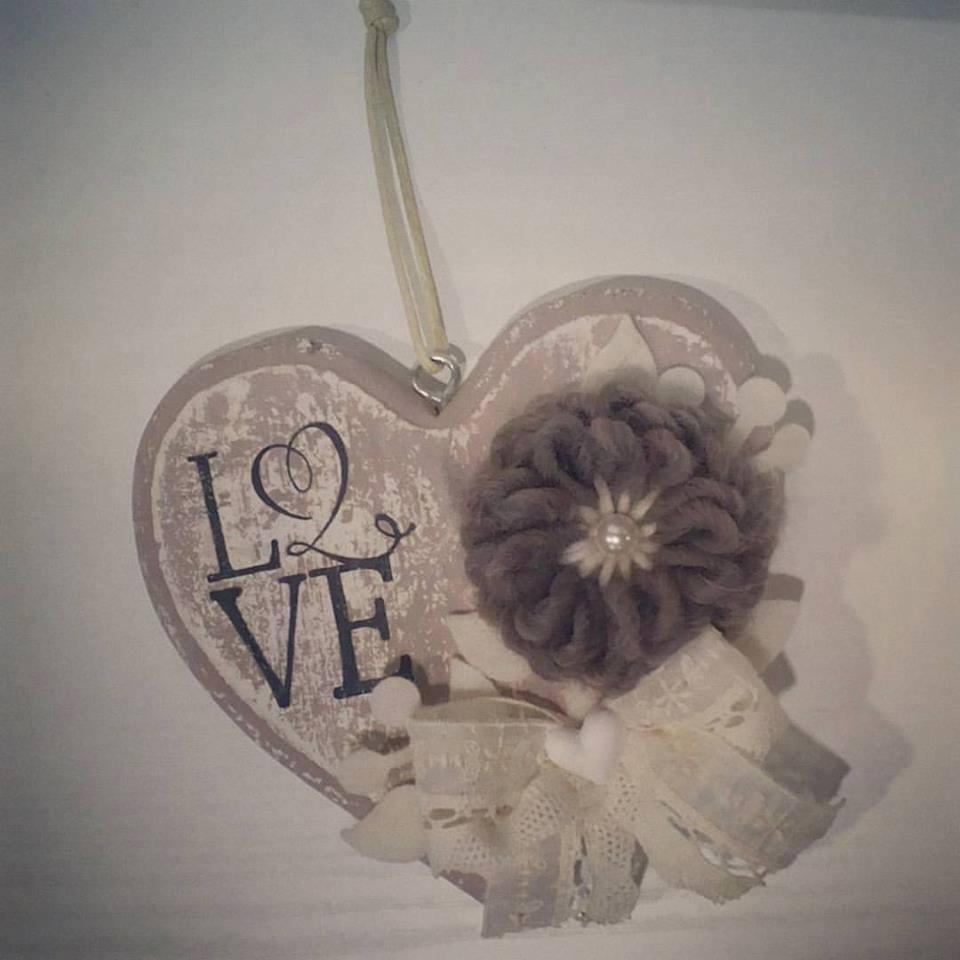 Un cuore con scritto Love