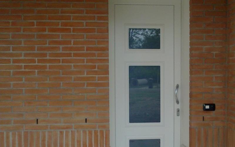 realizzazione porte residenziali in PVC