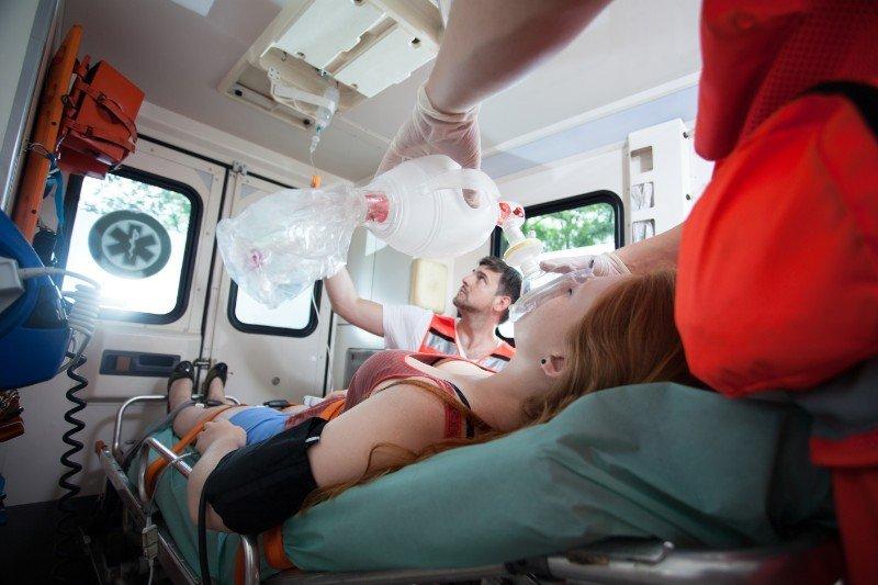 paziente incosciente all'interno di ambulanza