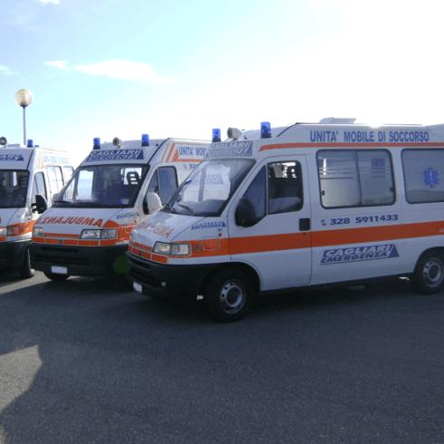 due ambulanze dell'associazione