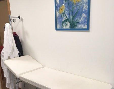 un lettino in un ambulatorio