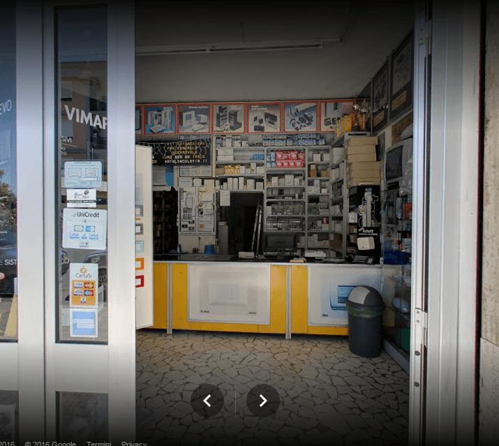 bancone di un negozio di materiali elettrici