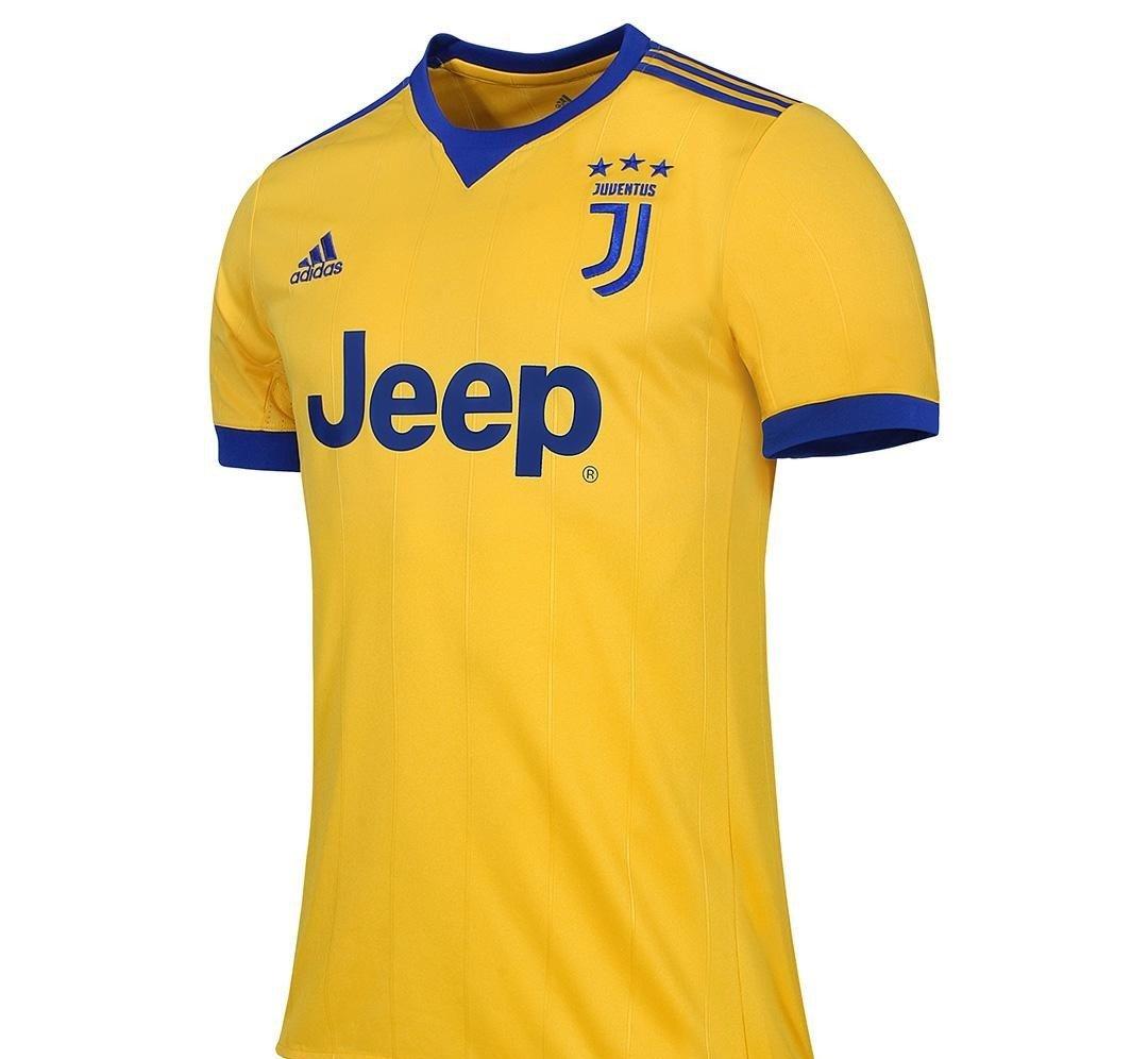 Vivos azules adornan esta playera al igual que al patrocinador principal  del club. El conjunto deportivo ... 18c7127ea5540