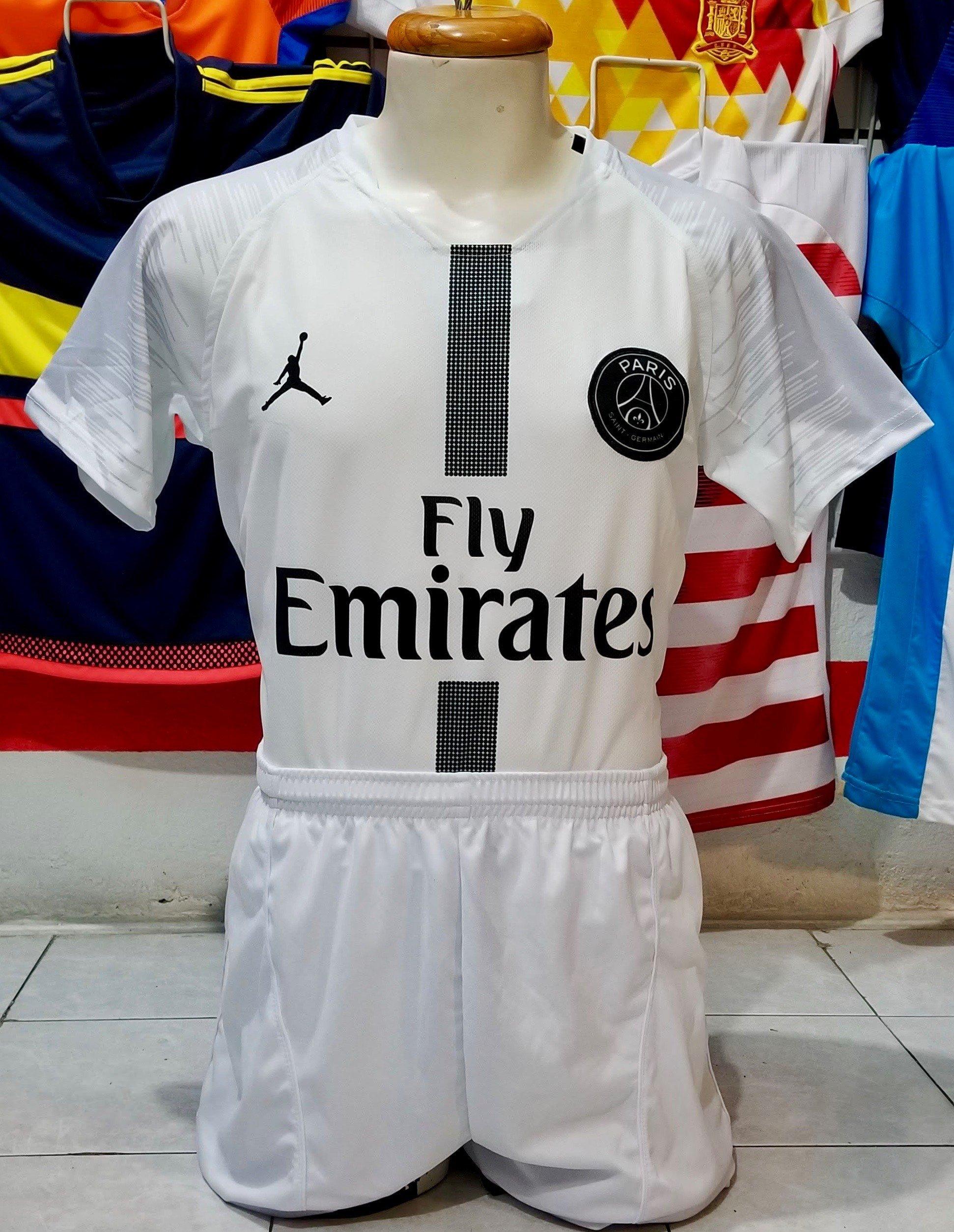 6a92b6c442eec A la venta ya los 3 uniformes del Paris St. Germain 2018