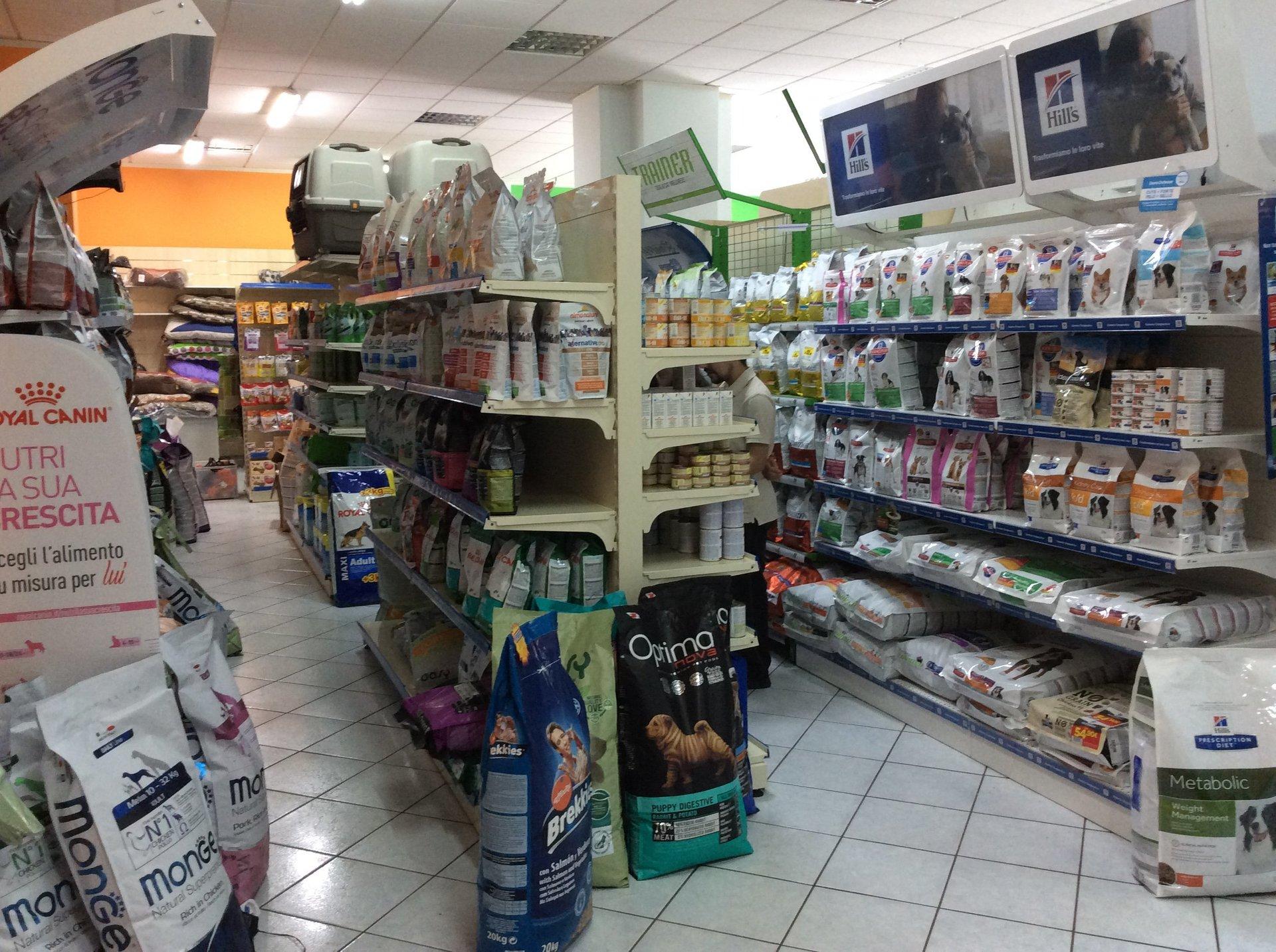 Negozio accessori animali negozio accessori animali for Arredamenti per acquari
