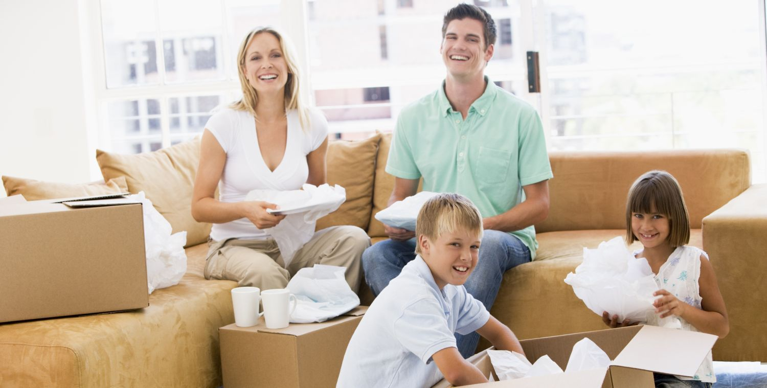 Family packing crockery for residential moving in Chillicothe, OH
