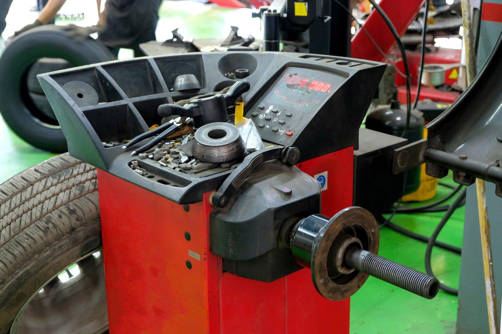 un macchinario per pneumatici