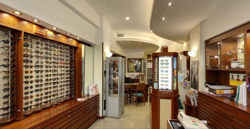 foto interna negozio di oculistica