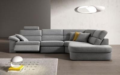 divano con poggiapiedi Posada