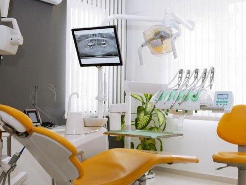 dentista chirurgo