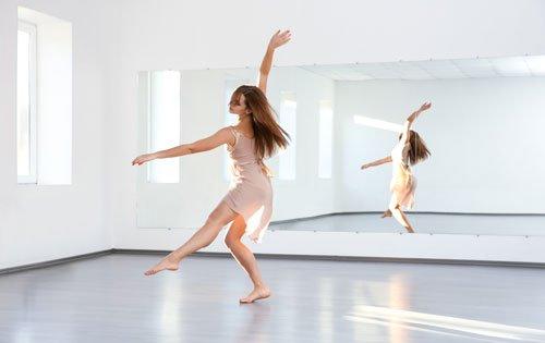 una ragazza che danza