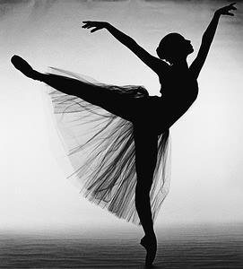 delle ragazze che ballano