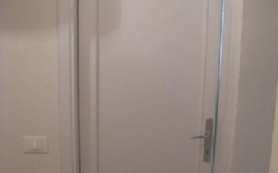 Porta bianca restaurata