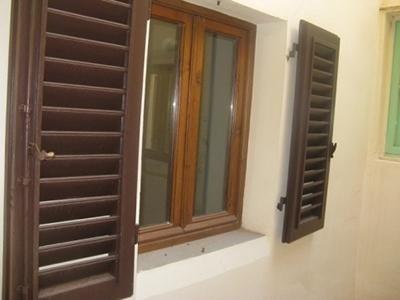 Finestre con persiane in legno