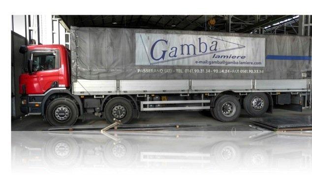 Trasporto lamiere su mezzi pesanti