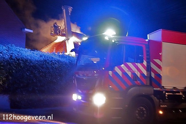 uitslaande woningbrand,Meppel,brand,vuur,brandweer,blussen,Heemskerkstraat,water