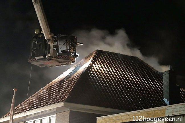 uitslaande woningbrand,Meppel,brand,vuur,brandweer,blussen,Heemskerkstraat,water,