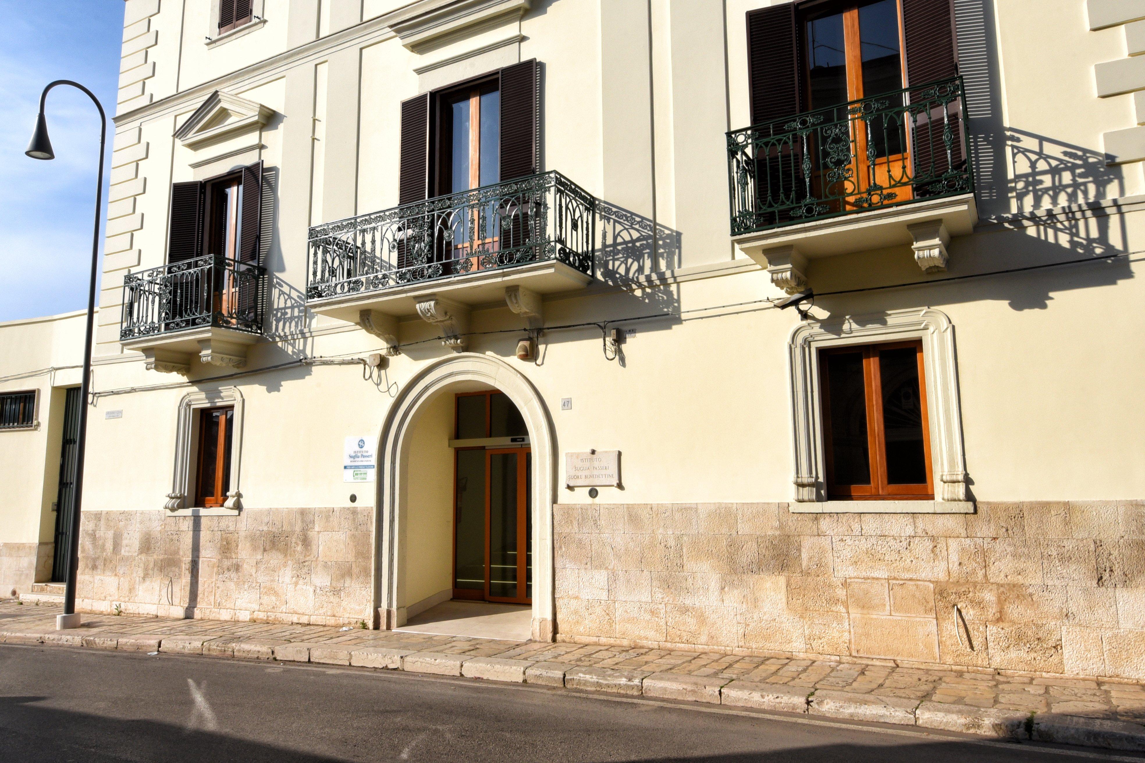 vista del palazzo dalla strada