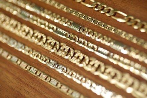 produzione di catene, maglie in oro massiccio