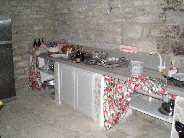 Dettaglio di cucina in muratura