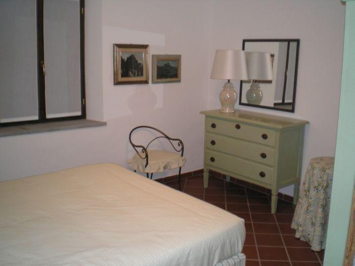 Camera da letto con cassettioera verde