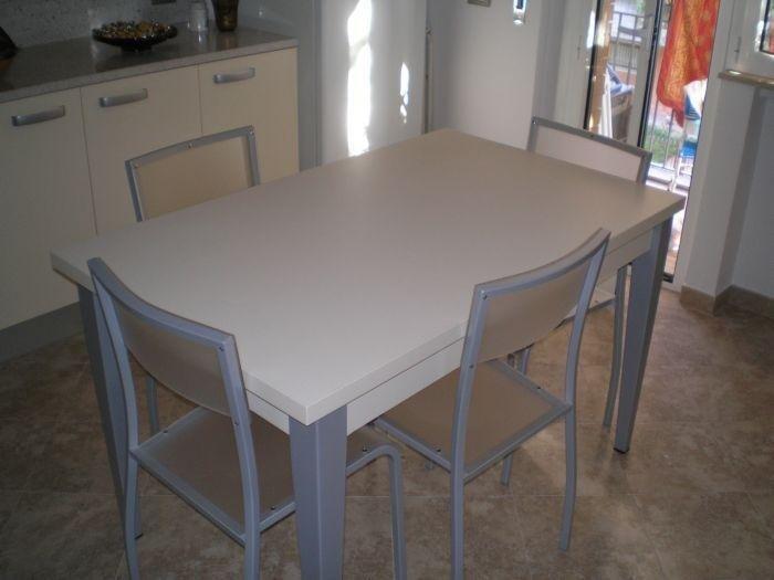 tavolo a quattro posti