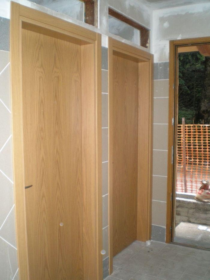 Porte interne di casetta in legno