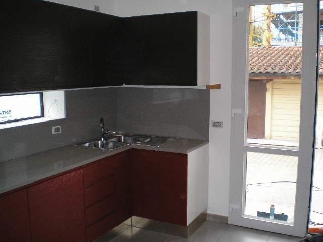 Vista d'angolo di cucina