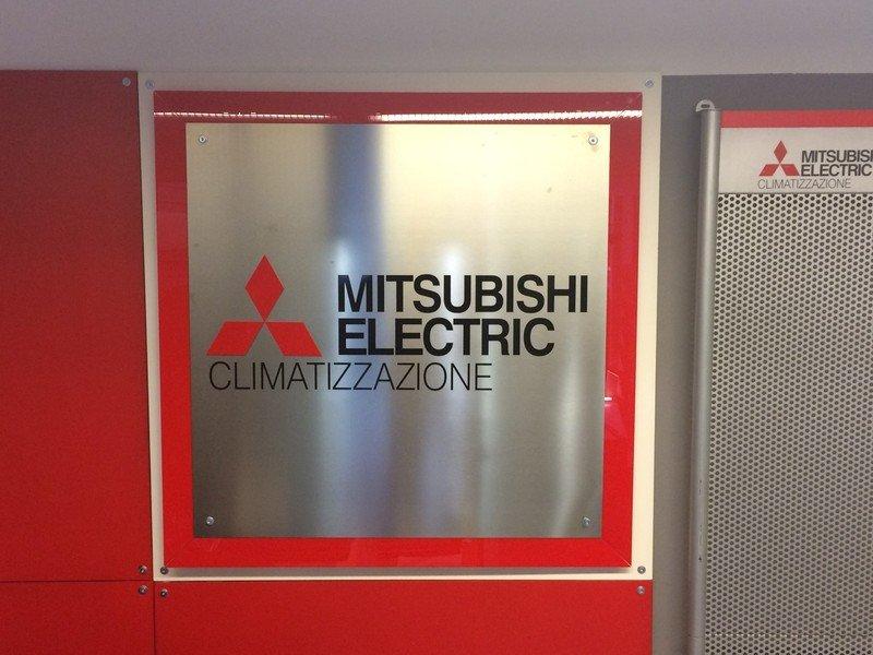 un pannello con scritto Mitsubishi Electrics Climatizzazione