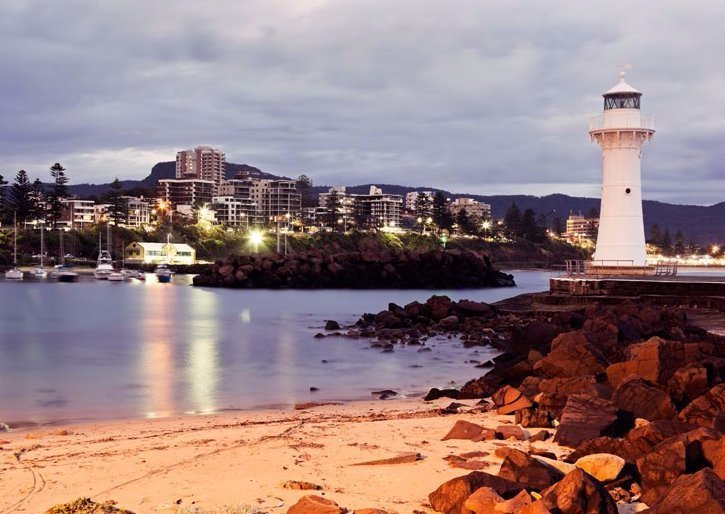 wollongong lighthouse and beach