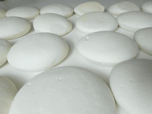 Piddiato: Un formaggio delicato ma gustoso, a pasta filata lavorata a mano con grande maestria per raggiungere la sua caratteristica forma.