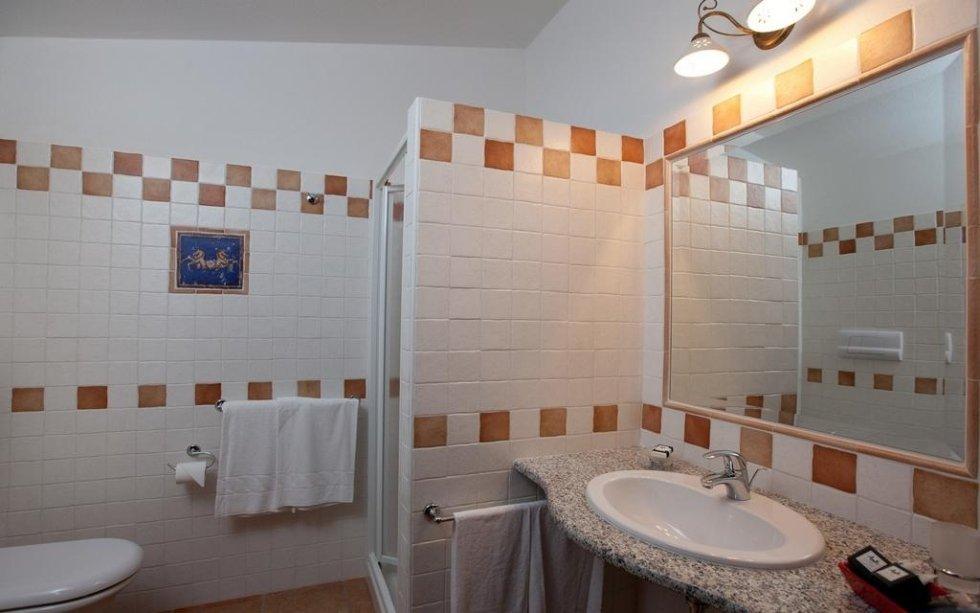 bagno camera san teodoro