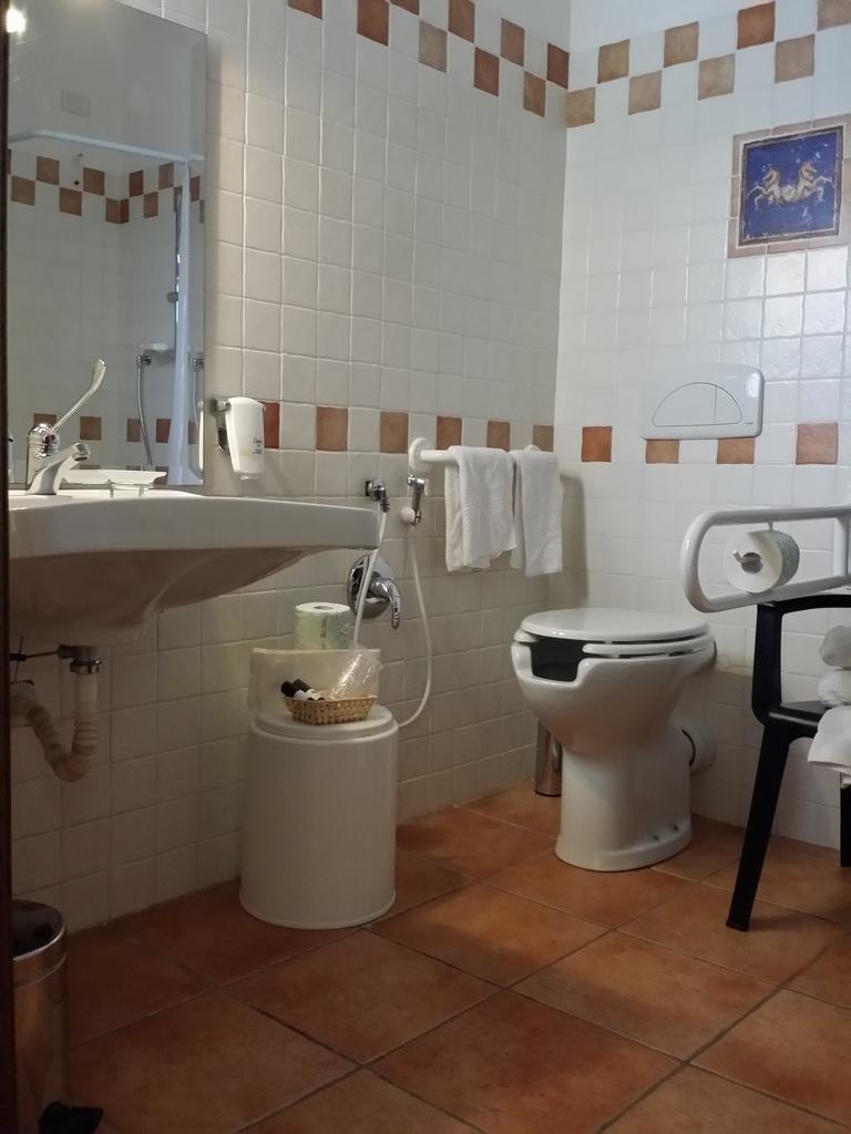 bagno camera disabile san teodoro