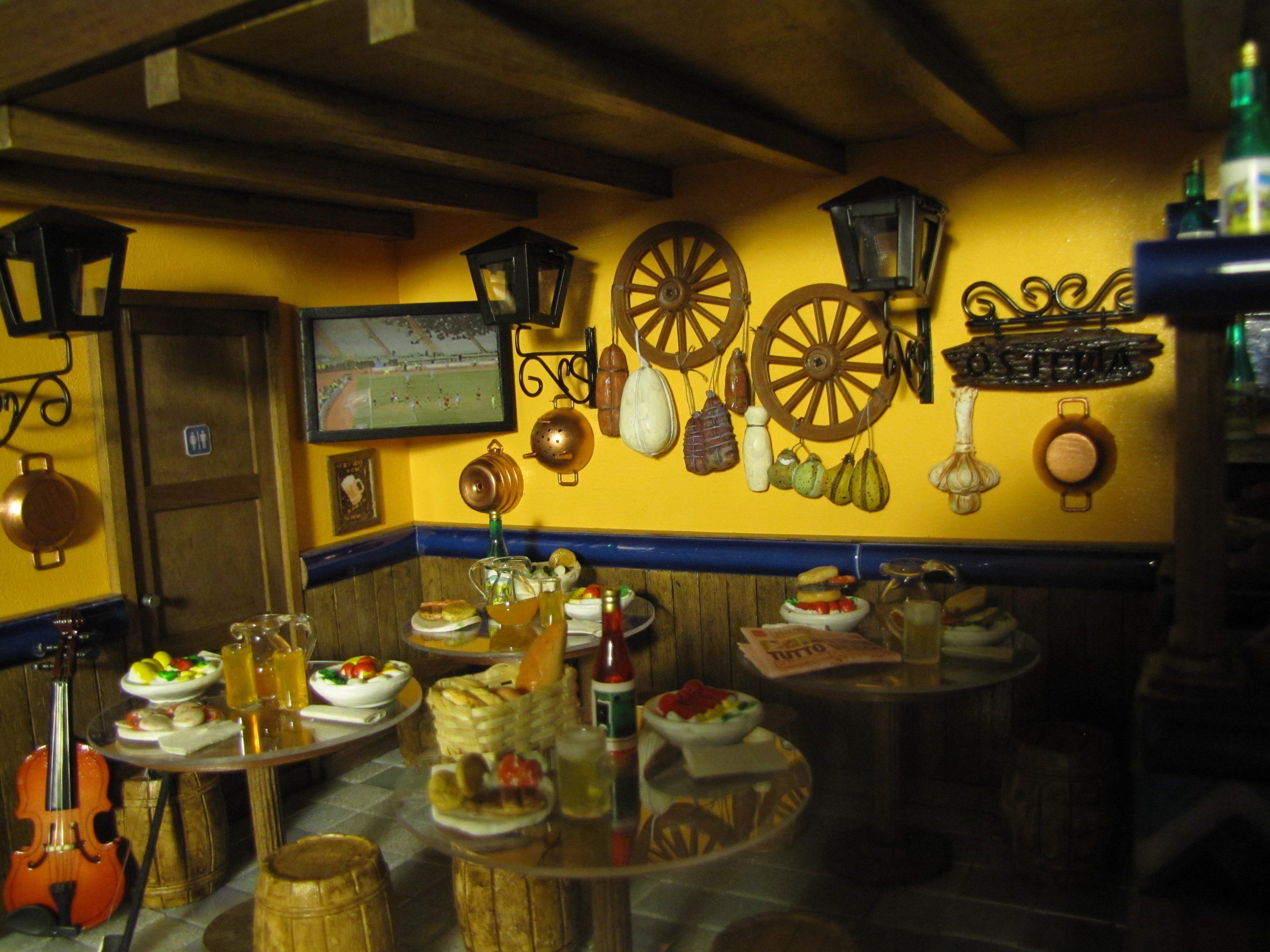 Diorama Pub con tavoli pieni di cibo e bevande