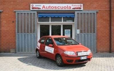 Fiat rossa Autoscuola Futura Pisa