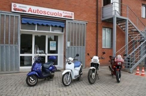 scooter e moto Autoscuola Futura Pisa